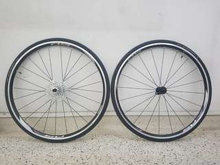 Wheelset Shimano R5 with Sram cassette