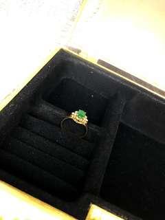 黃金鑲玉和碎鑽戒指