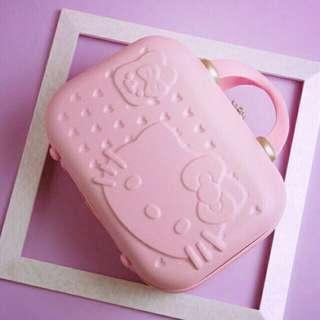 《市場最低價》Hello Kitty 凱蒂貓 14吋硬殼化妝箱、換洗箱