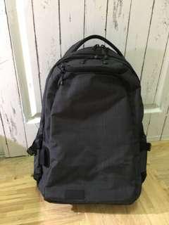 🚚 限量款 星巴克 筆電背包 充電背包 有USB孔及USB線(可議價)