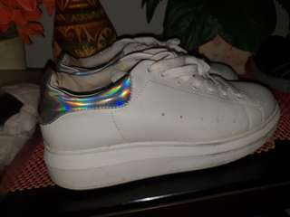 Platform sneakers w holographic back