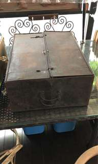 Vintage metal case with 4 wigs