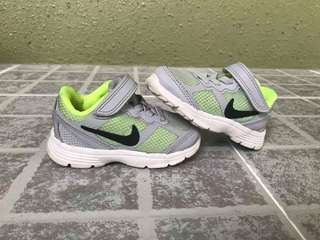 Unisex preloved nike shoes