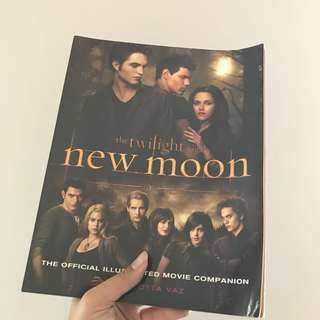 New Moon: The Official Illustrated Movie Companion