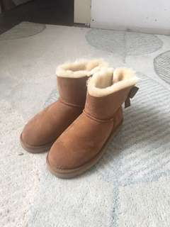 BRAND NEW size 7 uggs