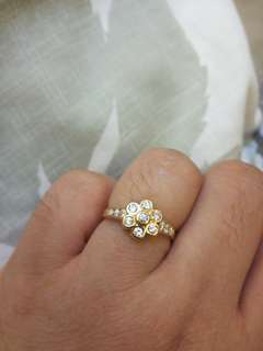 18k Rose Gold Flower Ring with Fiamonds