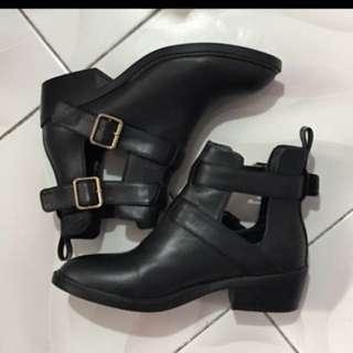 SALE!!! Parfois Cutout Boots