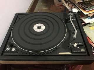 黑膠唱盤機。要聽需維修。意者可議