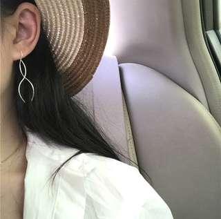 Minimalist Earring〽