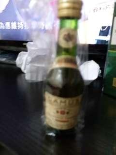 陳年金花紀念珍藏干邑30mI酒辦一支。