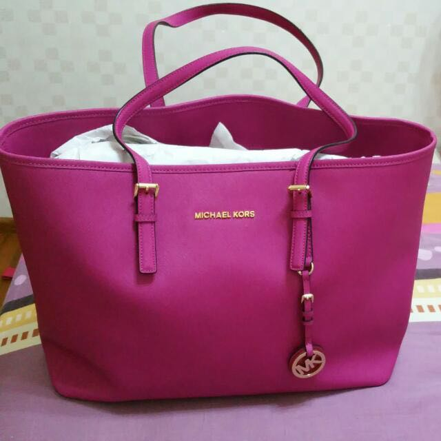 0247e70148c2 Authentic Michael Kors Jet Set Laptop Tote in Fuschia Pink (Large ...