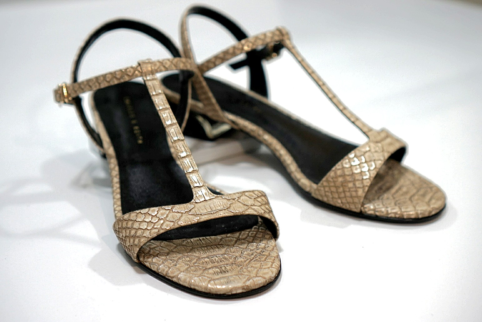 Excellent condition - Charles   Keith Gold Strap Sandals 5c9c2d9795