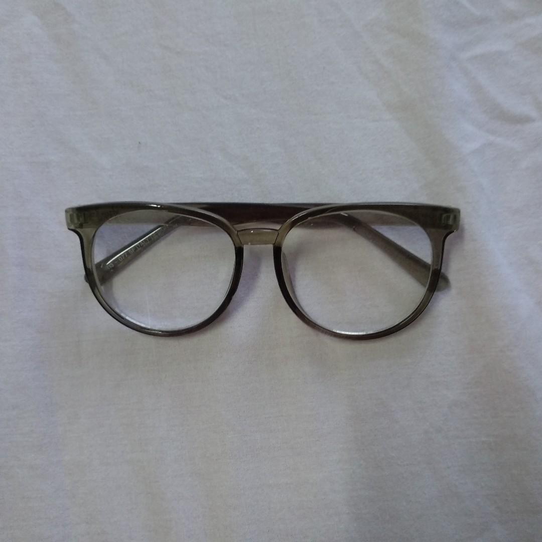 kacamata abu abu 84204a7402