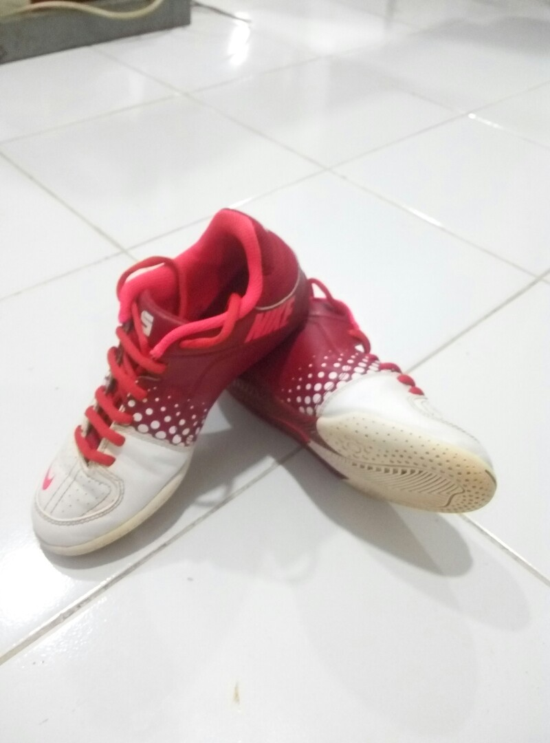 sepatu futsal anak size 36 NIKE 5 GATO II original, seken, Men's Fashion, Men's Footwear on Carousell