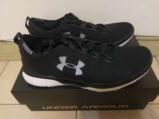 🚚 Under Armour CoolSwitch黑色慢跑鞋
