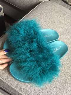 Fur slides / sandals