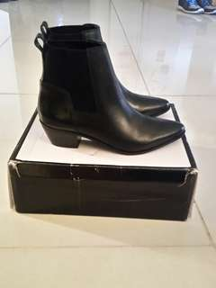 New NW Travers Boots 7