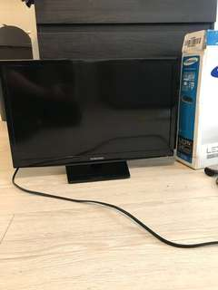Samsung 24 Inches flat screen tv (with remote)