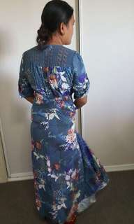 Jaase dress size M ( bluish) will fit 8-10 maybe small 12 as its adjustable sheike red patterned dress