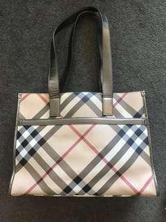 Burberry tote/handbag 100%auth garantee