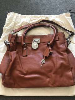 Michael Kors Luggage bag/handbag 100% auth