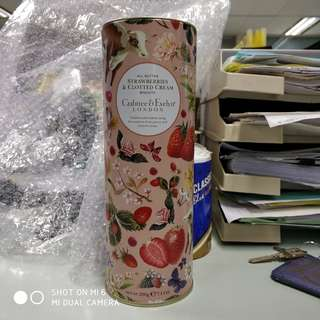 Crabtree & Evelyn all butter strawberries & clotted cream biscuits 200g