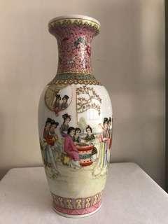 A Famille rose Beauty Vase D-30.5cm