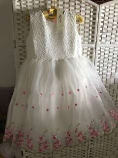 RS: Tulle White Dress size 150 for young girls. Party dress. Brand new with Tag. Ready stock.