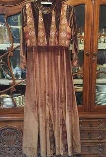 Gamis bahan bludru, mewah dan elegant, bagus banget ukuran fit to M. free ongkir khusus jabodetabek ya