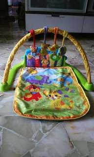 Play and sleep mat with music