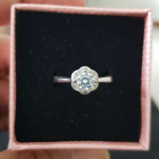 Solitaire Zircon Flower RIng in 925 pure Silver