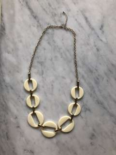 CHIC NECKLACE IN CREME