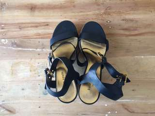 Kate Spade navy blue/ beige sandals