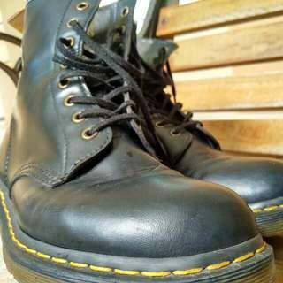 Dr Martens Hi Cut Boots (Vegan Version)