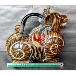 Rare 12 zodiac Tiger shape teapot, 稀有十二生肖老虎形像茶壶, 造型生动色彩丰富