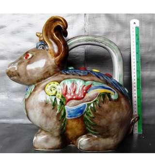Rare 12 zodiac Rabbit shape teapot, 稀有十二生肖兔形像茶壶, 造型生动色彩丰富
