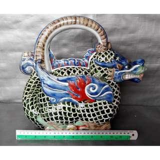 Rare 12 zodiac Dragon shape teapot, 稀有十二生肖龙形像茶壶, 造型生动色彩丰富