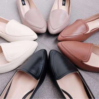pointed loafer flats in black