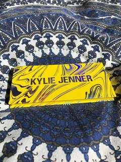 KYLIE JENNER CALM BEFORE THE STORM PALETTE