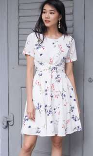 Kanoa Sleeved Wrap Tie Dress in White Floral