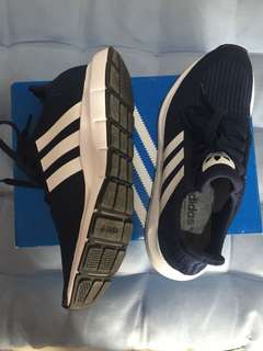 Adidas swift run navy