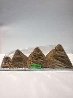 🚚 埃及金字塔雕刻品