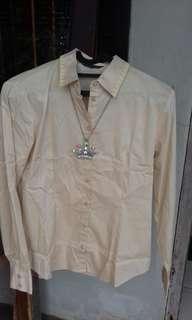 Blus coklat The Executive (ori) dgn payet kuning di kerah dpn & blkg