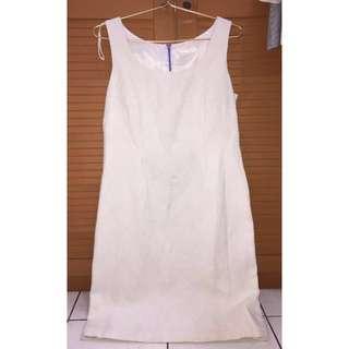 Dress putih wanita