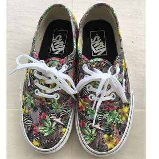VANS Sneakers  size US5.0  UK2.5  EUR34.5  21.5cm