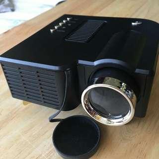 Mini LED Projector UNIC UC28
