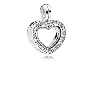 PANDORA SPARKLING HEART LOCKET