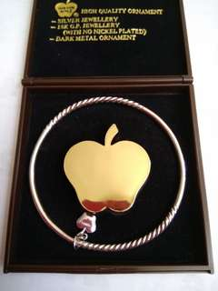 金蘋果牌銀手鈪
