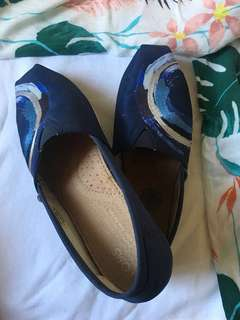 Embroidered TOMS shoes limited edition (size 7 US)