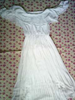 Long white dress💕 Size: small-medium